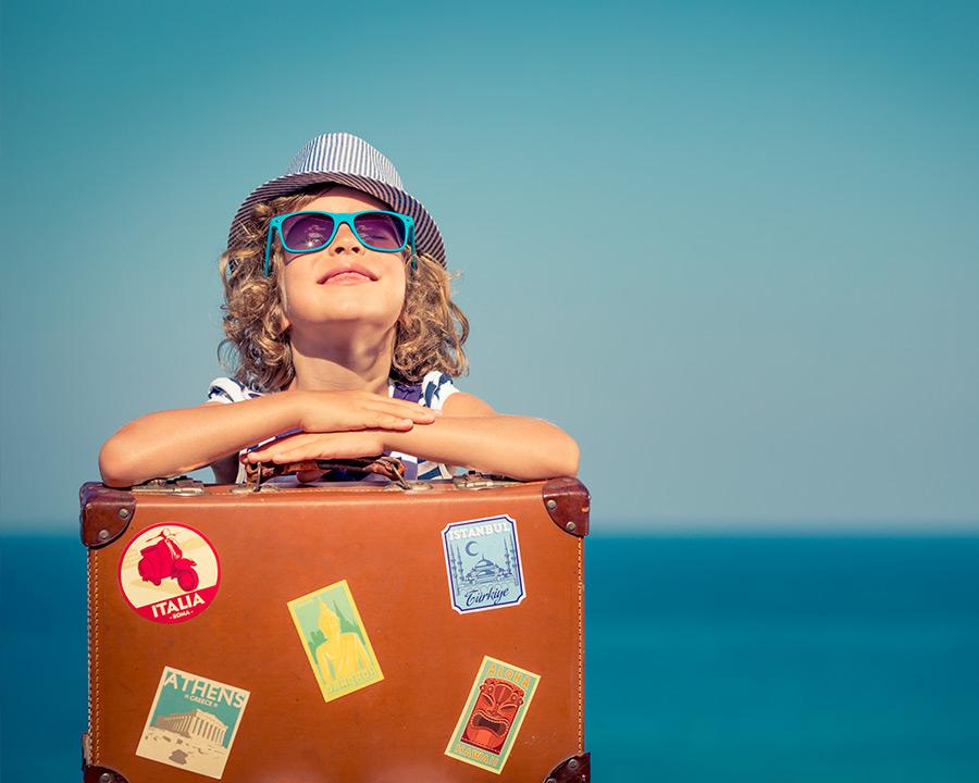 deko_kind-mit-koffer